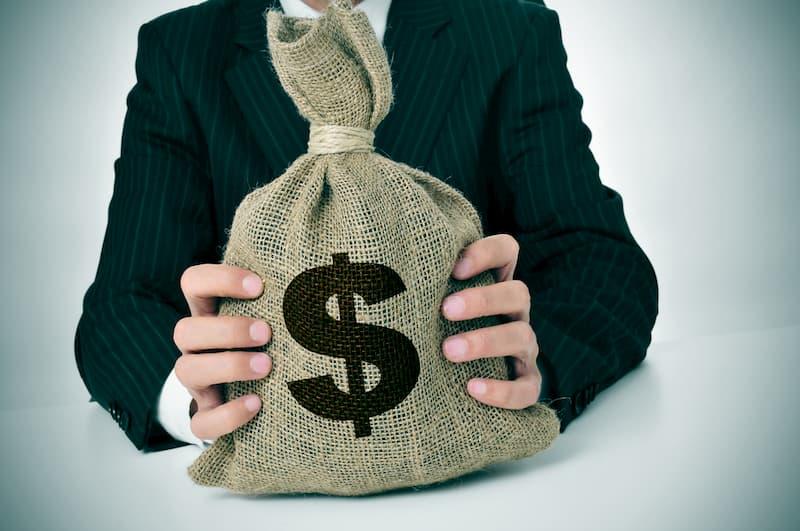 キャバクラボーイ (黒服)はもらう賃金の種類の違いで確定申告の必要性が変わる!